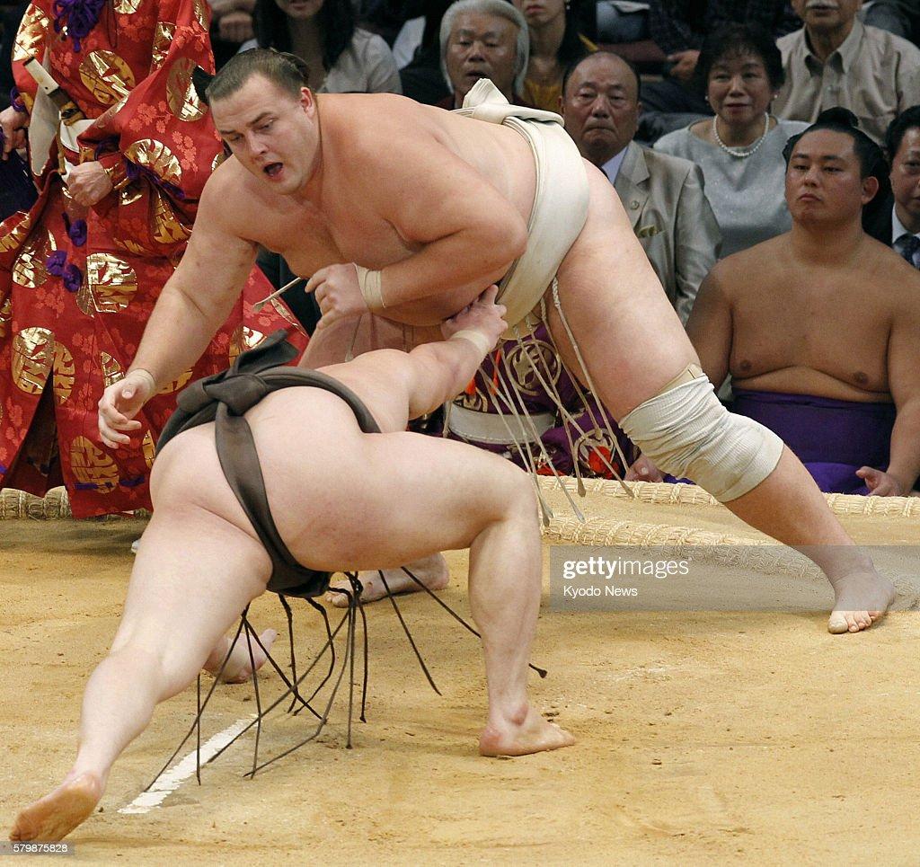 FUKUOKA Japan Yokozuna Hakuho loses to ozeki Baruto in the final match of the Kyushu Grand Sumo Tournament in Fukuoka on Nov 27 2011 Hakuho won the...
