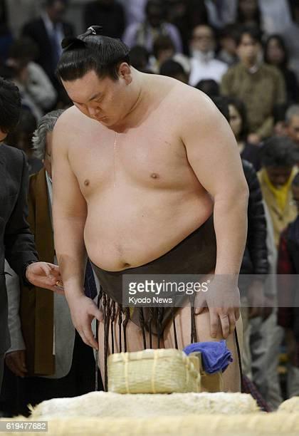 OSAKA Japan Yokozuna Hakuho observes a moment of silence for Taiho the most successful yokozuna in sumo who passed away in January 2013 after winning...