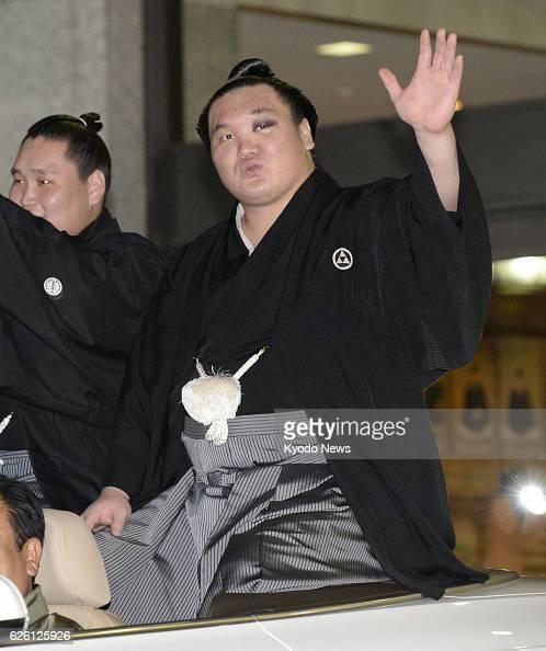 TOKYO Japan Yokozuna Hakuho waves during his victory parade at Ryogoku Kokugikan in Tokyo on Sept 29 the final day of the Autumn Grand Sumo...