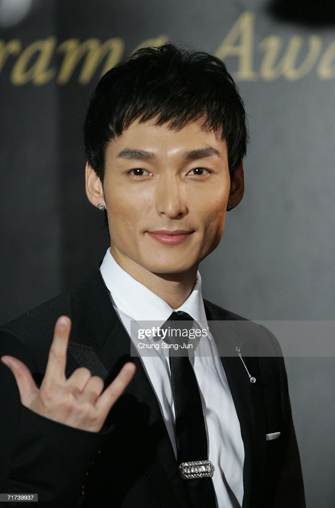 Japanese actor Tsuyoshi Kusanagi arrives for the 1st Seoul Drama Awards 2006 at the Korea Broadcasters Association on August 29, 2006 in Seoul, South Korea. 105 dramas include mini series, single drama and drama series from 29 countries participate in a awards.