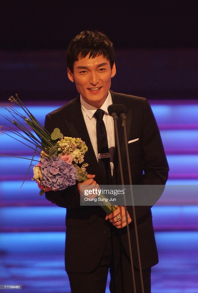 Japanese actor Tsuyoshi Kusanagi of 'The Violin' accepts the award for Best Single Drama Winner during the 1st Seoul Drama Awards 2006 at the Korea Broadcasters Association on August 29, 2006 in Seoul, South Korea. 105 dramas include mini series, single drama and drama series from 29 countries participate in a awards.
