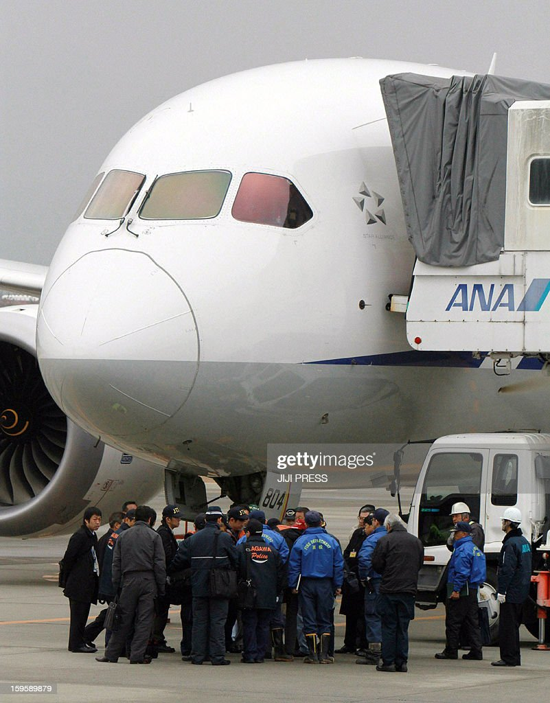 Japanese aviation experts investigate a Boeing 787 Dreamlier plane for troubled All Nippon Airways (ANA) at Takamatsu airport in Kagawa prefecture on Japan's western island of Shikoku on Janaury 17, 2013 after the plane an emergency landing at the airport the day before after smoke was reportedly seen inside the cockpit. All Boeing Dreamliners operating in Japan must remain grounded until their batteries are confirmed to be safe, the government said on January 17, following a similar order in the US. JAPAN OUT AFP PHOTO / JIJI PRESS