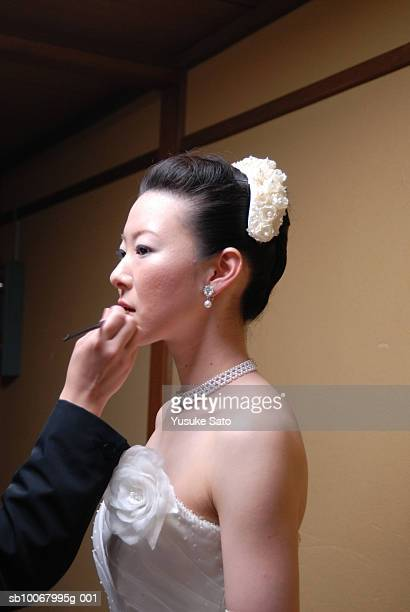 Japanese bride applying make-up