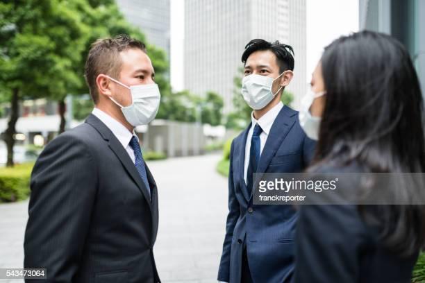 日本のビジネスの男性、防塵マスク、東京