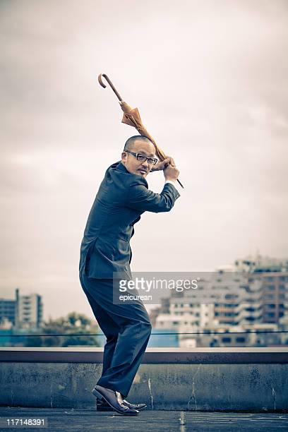 日本のビジネスマンが野球、パラソル付き