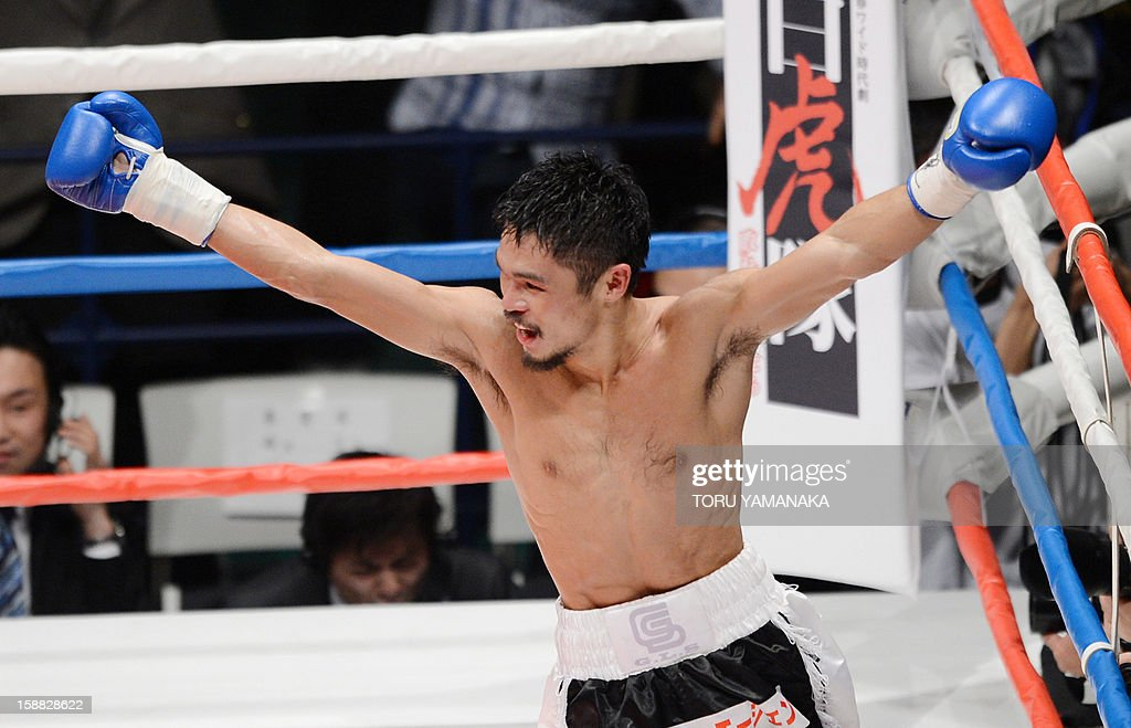 Japanese challenger Kohei Kono celebrates after knocking out champion Tepparith Kokietgim of Thailand in the fourth round of their WBA super flyweight title boxing bout in Tokyo on December 31, 2012. The 32-year-old Japanese sent Tepparith onto the ring floor three times in the fourth round to finish off the Thai boxer two minutes, eight seconds into the stanza. AFP PHOTO / Toru YAMANAKA