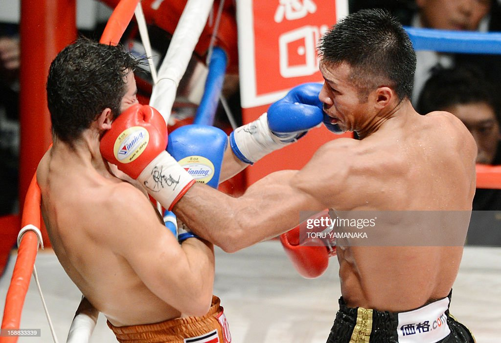 Japanese champion Takashi Uchiyama (R) fights against Bryan Vasquez of Costa Rica in the eighth round of their WBA super featherweight title bout in Tokyo on December 31, 2012. Uchiyama defeated Vasquez with a technical knockout to defend the title. AFP PHOTO / Toru YAMANAKA