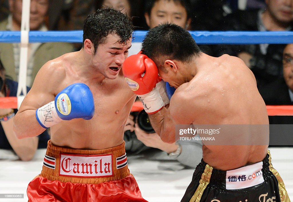 Japanese champion Takashi Uchiyama (R) fights against Bryan Vasquez of Costa Rica during their WBA super featherweight title bout in Tokyo on December 31, 2012. Uchiyama defeated Vasquez with a technical knockout to defend the title. AFP PHOTO / Toru YAMANAKA