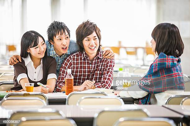 日本の学生でランチ休憩