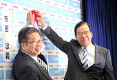Japanese Comminist Party leader Kazuo Shii places a paper rose on the candidate's name at the party headquarters on July 10 2016 in Tokyo Japan Exit...