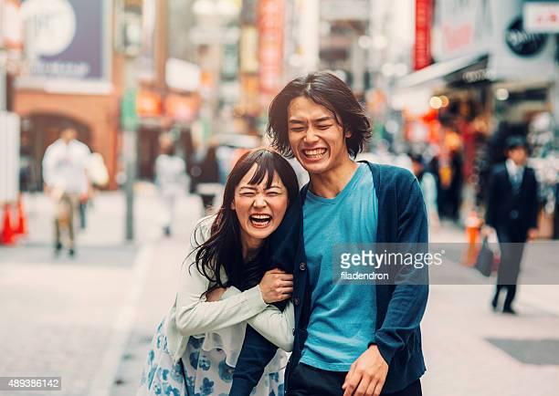 日本のカップル楽しみの int 街並み