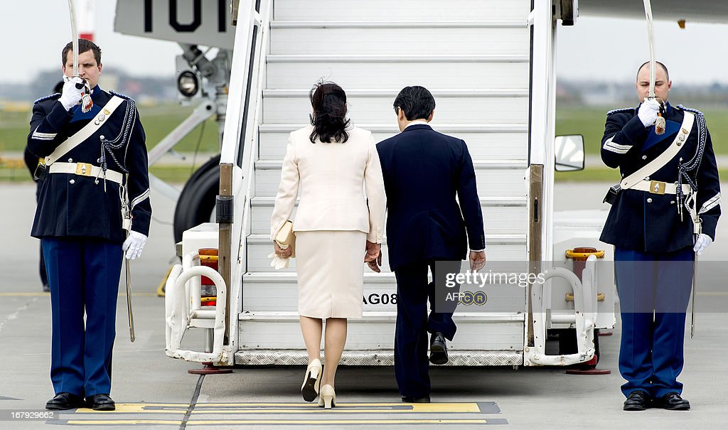 Japanese Crown Prince Naruhito (2ND R) and Princess Masako (2nd L) walk up the steps to board an airplane at Schiphol Airport, near Amsterdam, on May 2, 2013. The Japanese royals were invited to the Netherlands for the investiture of Prince Willem-Alexander as King on April 30, 2013. AFP PHOTO / ANP / KOEN VAN WEEL netherlands out
