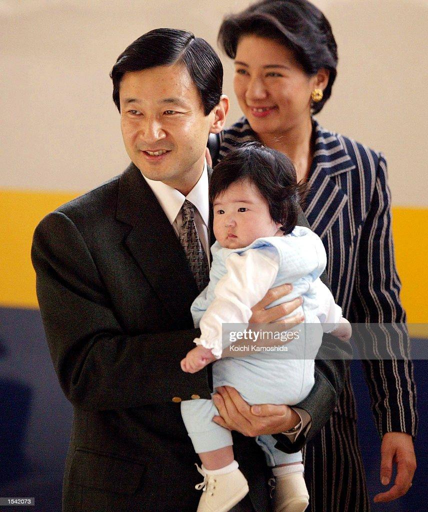 Japanese Crown Prince Naruhito Crown Princess Masako and their daughter Aiko arrive at Tokyo station after a weeklong vacation May 14 2002 in Tokyo...