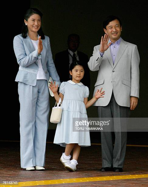 Japanese Crown Prince Naruhito Princess Masako and their daughter Princess Aiko wave to wellwishers upon their arrival at Nasushiobara Station north...