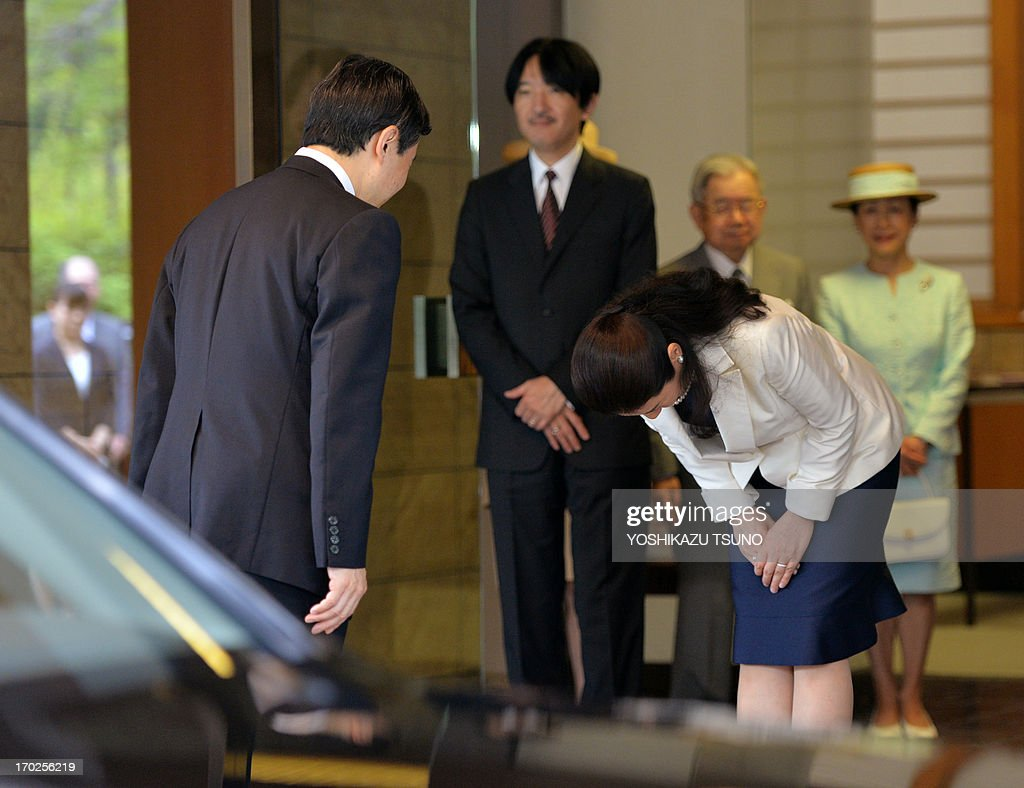 Japanese Crown Princess Masako (R) bows her head to her husband Crown Prince naruhito (L) as Naruhito leaves the Togu Palace in Tokyo to depart for Spain for a series of events to mark the 400th anniversary of bilateral exchanges on June 10, 2013. The Japanese royal couple celebrated the 20th anniversary of their wedding on June 9. AFP PHOTO / Yoshikazu TSUNO