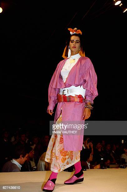 Japanese designer Kansai Yamamoto shows his 1986 springsummer women's readytowear line in Paris The model is wearing a layered outfit topped with a...
