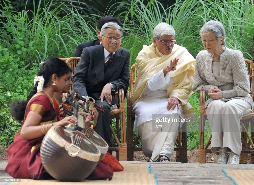 Japanese emperor Akihito (2L) and Empress Michiko (R), along with former West Bengal Governor and Chairman of the Chennai-based cultural academy 'Kalakshetra Foundation', Gopalkrishna Gandhi (C) watch a Kalakshetra exponent play the Indian traditional musical string instrument, the 'Veena' during the royal's visit to the academy in Chennai on December 4, 2013. the Royals are on a six-day visit to the country.