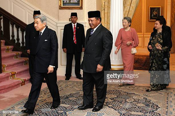 Japanese Emperor Akihito and Empress Michiko are escorted by King Syed Sirajuddin of Malaysia and his wife Syed Faizuddin Putra prior to the dinner...