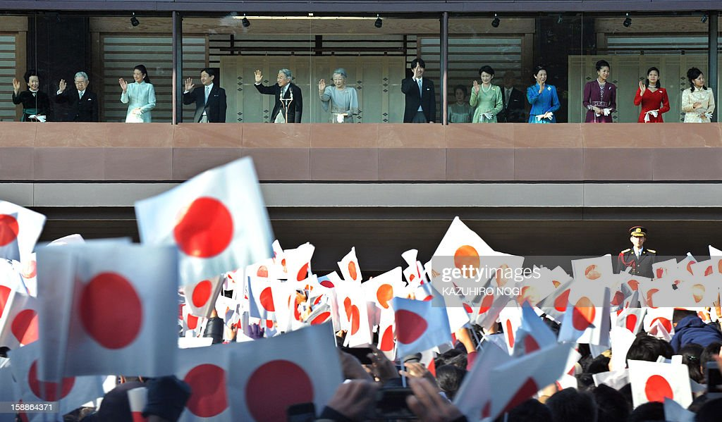 Japanese Emperor Akihito (5th L) and his family receive New Year's greetings from well-wishers at Imperial Palace in Tokyo on January 2, 2013. Japan's Emperor Akihito and his family greeted well-wishers in customary New Year public apperances.