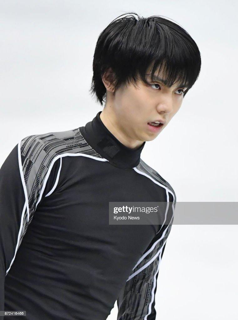 Юдзуру Ханю / Yuzuru HANYU JPN (пресса) - Страница 5 Japanese-figure-skater-yuzuru-hanyu-is-pictured-after-injuring-his-picture-id872416466