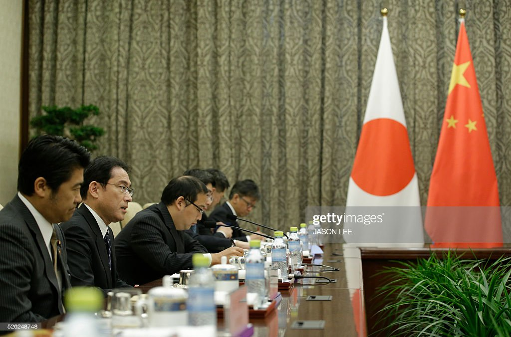 Japanese Foreign Minister Fumio Kishida (2nd L) talks with China's Foreign Minister Wang Yi during a meeting at Diaoyutai State Guesthouse in Beijing on April 30, 2016. / AFP / POOL / JASON LEE