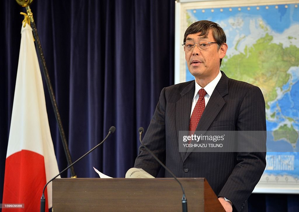 Japanese Foreign Ministry spokesperson Yutaka Yokoi announces that Japanese embassy in Mali would be closed at a press conference in Tokyo on january 23, 2013. Mali's Japanese embassy staff would move out as soon as preparations were completed, probably around January 27. AFP PHOTO / Yoshikazu TSUNO