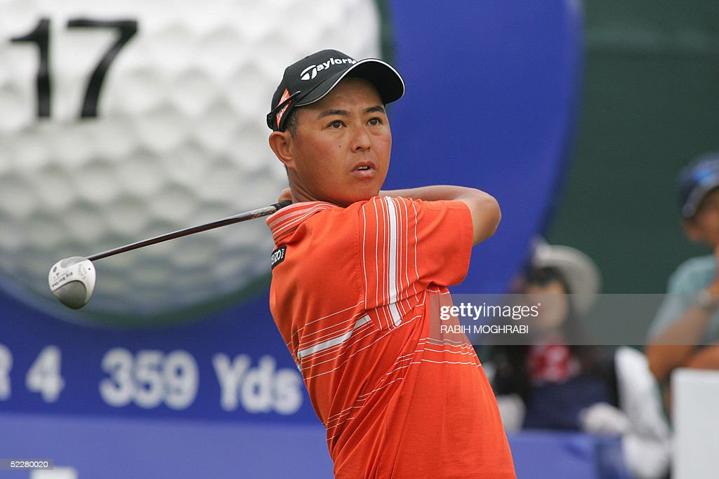 Japanese golfer Toru Taniguchi watches his drive in the 17 tee during the third round of the Dubai Desert Classic golf tournament 05 March 2005.
