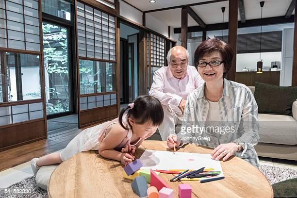 日本の方々に若い女の子で遊ぶ