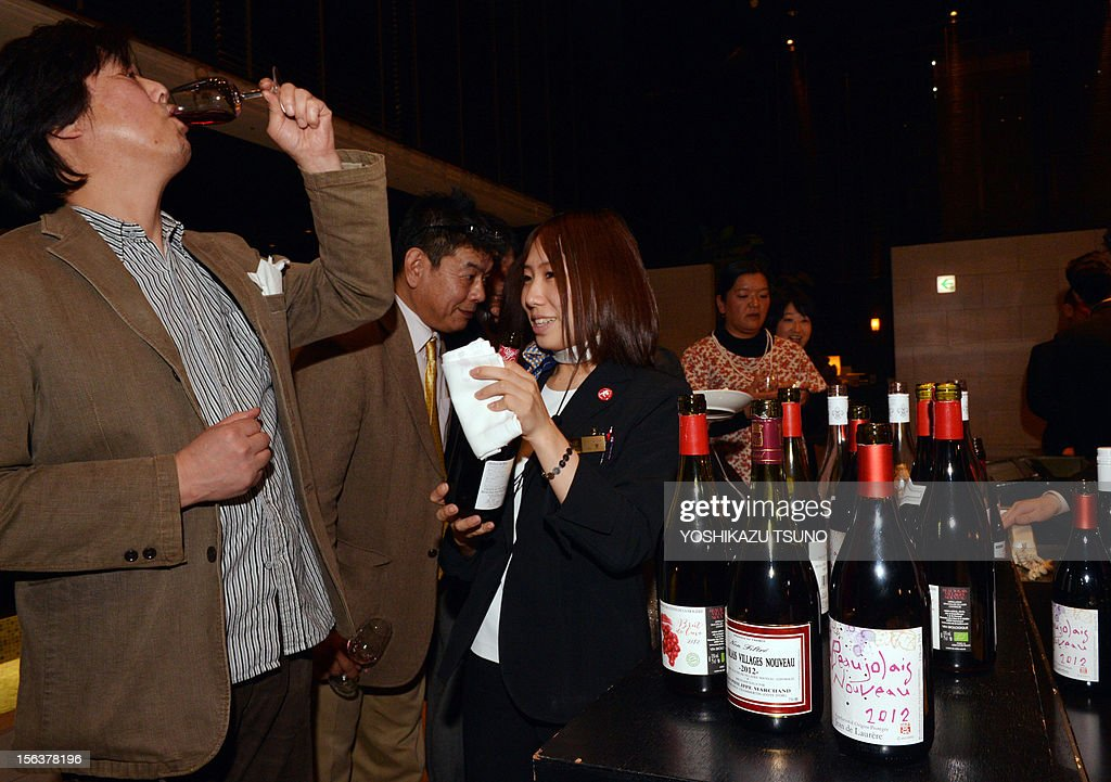 Japanese guests enjoy the 2012 vintage Beaujolais Nouveau wine in Tokyo on November 15, 2012, after the embargo on the wine was removed at midnight. The volume of imports of this year's Beaujolais Nouveau wine into Japan is likely to shrink with poor weather in the producing area. AFP PHOTO/Yoshikazu TSUNO