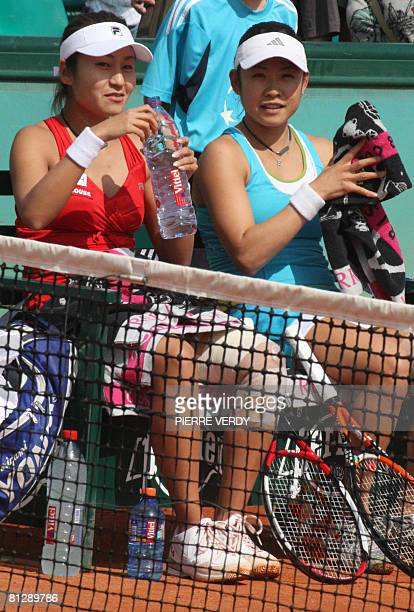 Japanese player Akiko Morigami and Japanese player Aiko Nakamura take a break during the first round double of the French Tennis Open against TAipei...