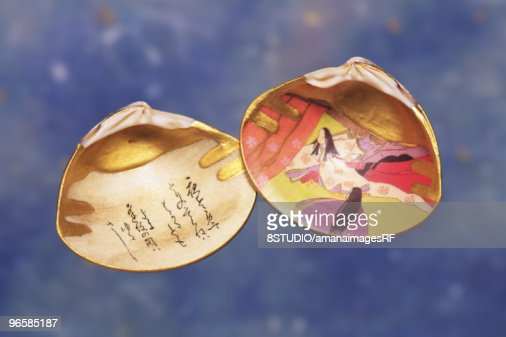 Japanese Poem on Clam Shell : Stock Photo