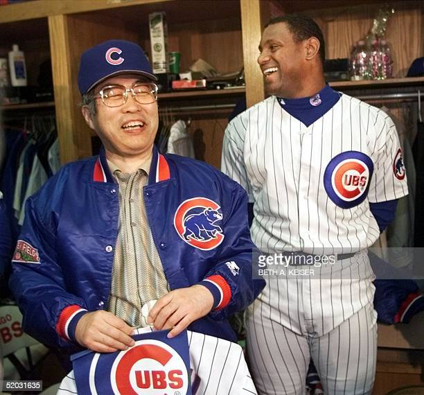 Japanese Prime Minister Keizo Obuchi shares a laugh with Chicago Cubs' Sammy Sosa in the Cubs locker room before their game with the San Diego Padres...