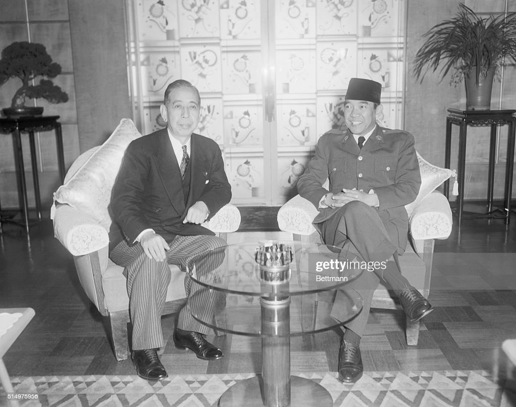 Japanese Prime Minister Kishi Nobusuke (L) greets Indonesian President <a gi-track='captionPersonalityLinkClicked' href=/galleries/search?phrase=Sukarno&family=editorial&specificpeople=209275 ng-click='$event.stopPropagation()'>Sukarno</a> during a state visit in Tokyo, Japan.