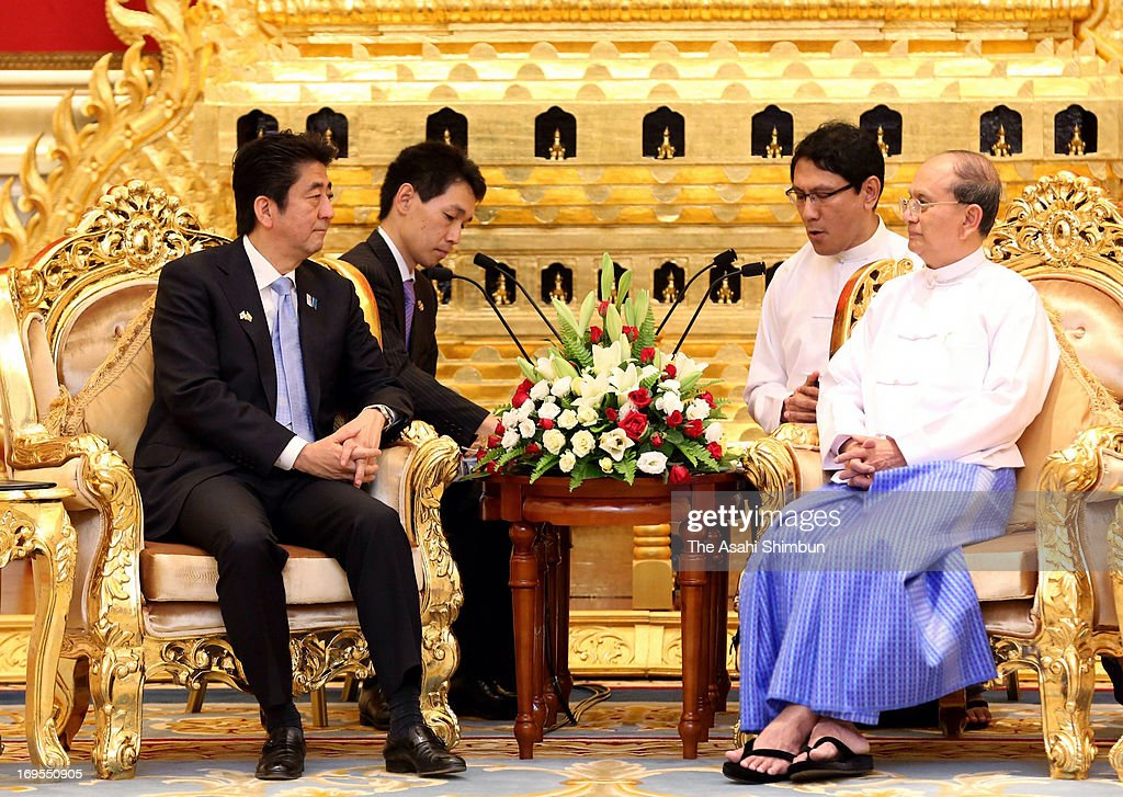 Japanese Prime Minister Shinzo Abe (L) and Myanmarfs reformist President Thein Sein hold the summit meeting on May 26, 2013 in Naypyidaw, Myanmar. Abefs visit to Myanmar was intended to encourage expansion into Myanmar by Japanese companies, which lag behind China and other nations, as well as to enforce the support for the nation's move toward democratization.