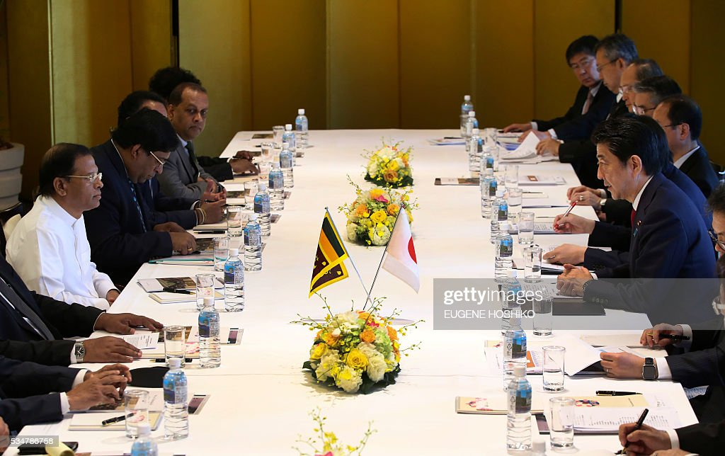 Japanese Prime Minister Shinzo Abe (R) and Sri Lanka's President Maithripala Sirisena (L) attend their meeting in Nagoya, central Japan on May 28, 2016. / AFP / POOL / Eugene Hoshiko