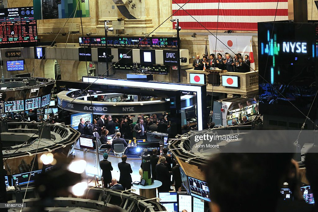 Japanese Prime Minister Shinzo Abe applauds before ringing the closing bell at the New York Stock Exchange on September 25, 2013 in New York City. He gave a speech at the NYSE on 'Abenomics' and his country's economic recovery.