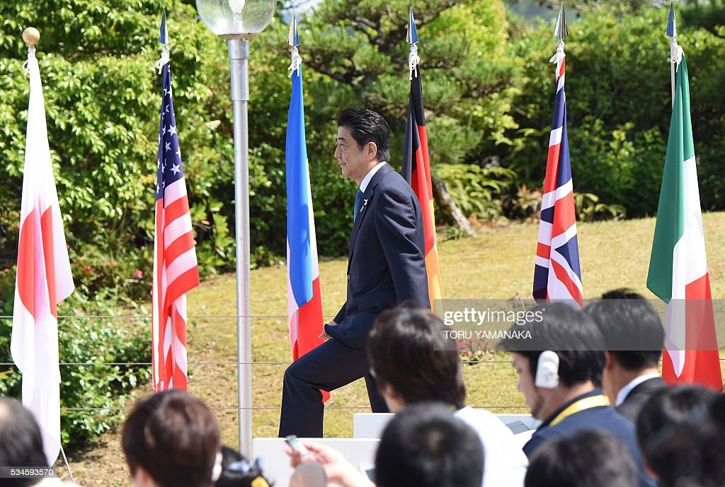 Japanese Prime Minister Shinzo Abe arrives for a press conference at the end of the two-day Group of Seven (G7) Summit meeting at Shima on May 27, 2016. Pumping up the world economy is an 'urgent priority' G7 leaders said on May 27, but left the door open for a go-your-own-way approach in a sign of lingering divisions over how to boost growth. / AFP / TORU