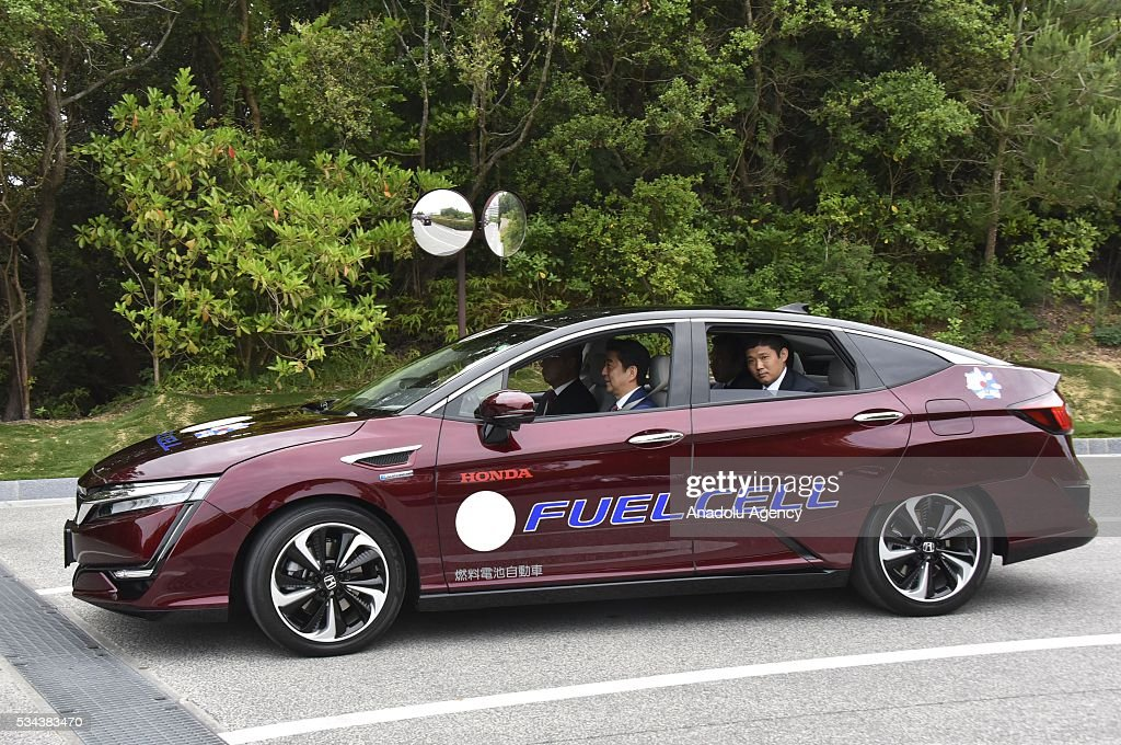 Japanese Prime Minister Shinzo Abe (2nd L) attend Automated-Driving and Fuel Cell Vehicle Presentation at Shima Kanko Hotel during the first day of the G7 leaders summit in the city of Ise in Mie prefecture, Japan on May 26, 2016.