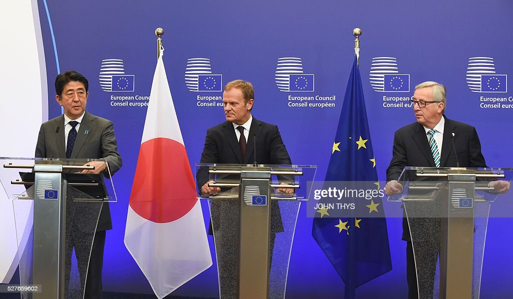 Japanese Prime Minister Shinzo Abe, EU President Donald Tusk and European Commission chief Jean-Claude Juncker hold a press conference prior to their meeting at the EU headquarters in Brussels on May 3, 2016. / AFP / JOHN