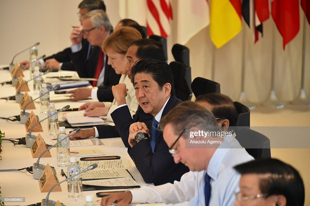 Japanese Prime Minister Shinzo Abe (R-4), German Chancellor Angela Merkel (R-6), European Commission President Jean-Claude Juncker (R-8), British Prime Minister David Cameron (R-2) attend a meeting during the G7 leaders summit at the Shima Kanko Hotel in Ise, Japan on May 26, 2016.