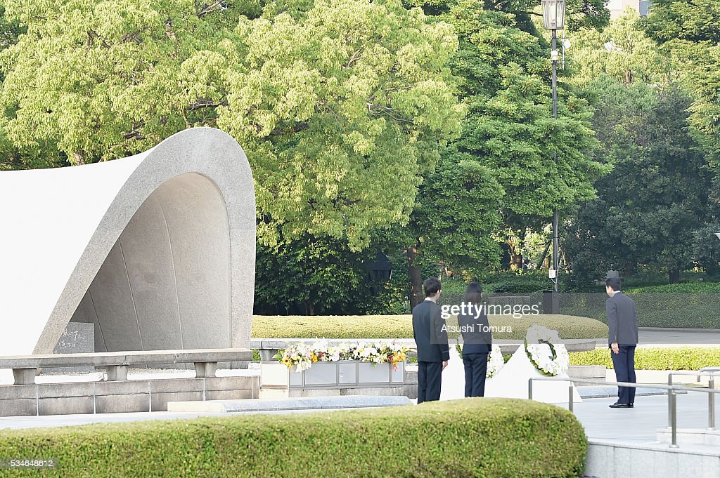 Japanese Prime Minister Shinzo Abe (R) gives flower during U.S. President Obama's visit to the Hiroshima Peace Memorial Park on May 27, 2016 in Hiroshima, Japan. It is the first time U.S. President makes an official visit to Hiroshima, the site where the atomic bomb was dropped in the end of World War II on August 6, 1945.