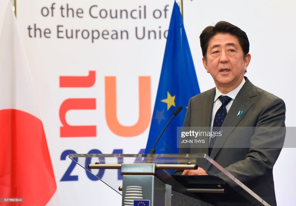Japanese Prime Minister Shinzo Abe holds a joint press conference with the EU President and the European Commission chief prior to their meeting at the EU headquarters in Brussels on May 3, 2016. Japanese Prime Minister Shinzo Abe was holding talks in Brussels on May 3 with EU President Donald Tusk and European Commission chief Jean-Claude Juncker. / AFP / JOHN