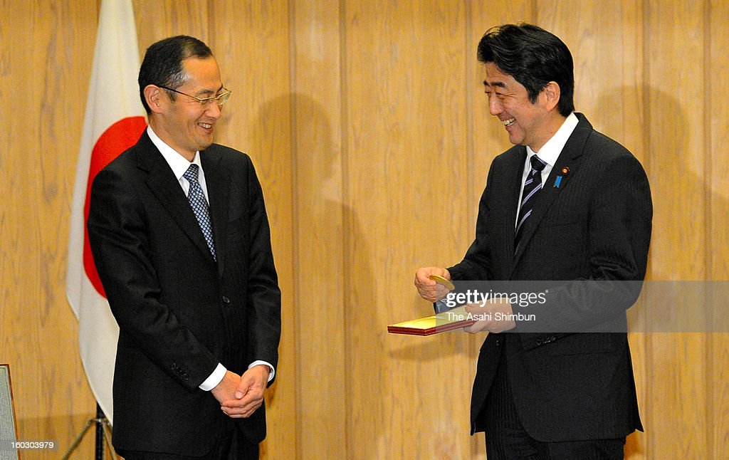 Japanese Prime Minister Shinzo Abe (R) holds the medal for Nobel Prize during a meeting with Shinya Yamanaka at Abe's official residence on Janaury 28, 2013 in Tokyo, Japan.