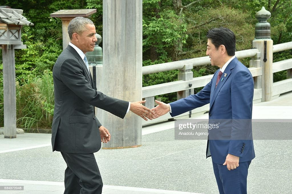 Japanese Prime Minister Shinzo Abe (R) welcomes US President Barack Obama (L) prior to G7 leaders summit at the Ise Jingu (Shrine) on May 26, 2016 in Ise, Mie Prefecture, Japan.