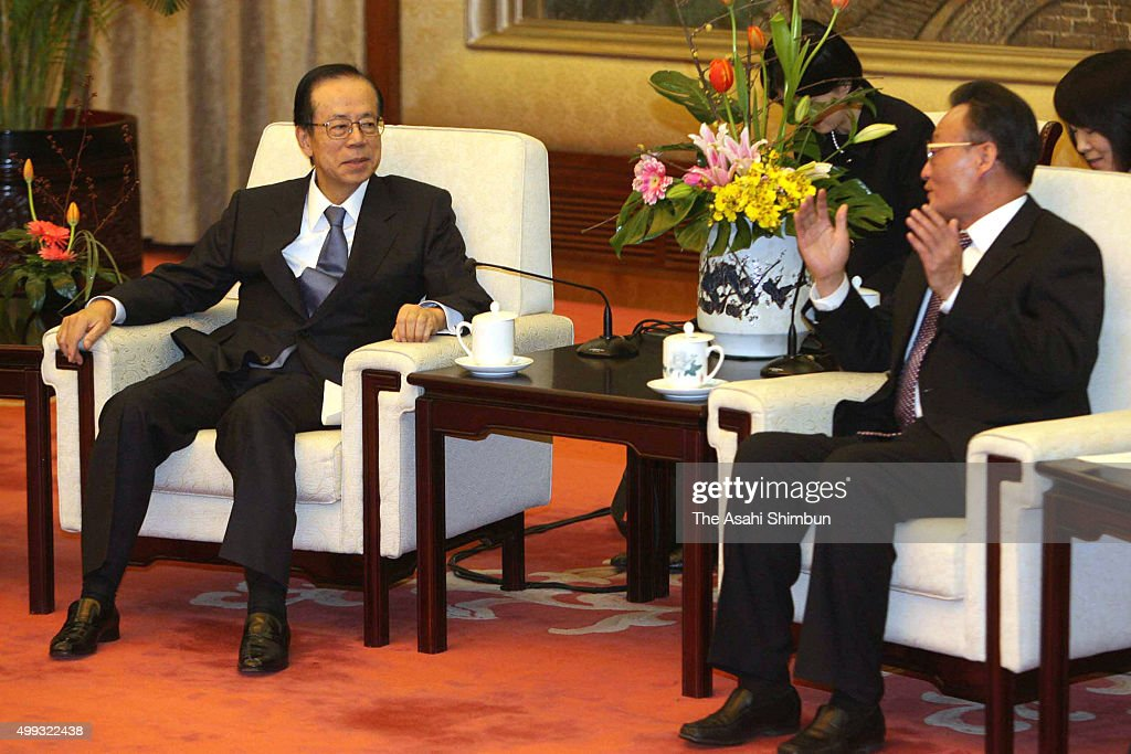Japanese Prime Minister Yasuo Fukuda and Chairman and Party secretary of the Standing Committee of the National People's Congress Wu Bangguo talk...