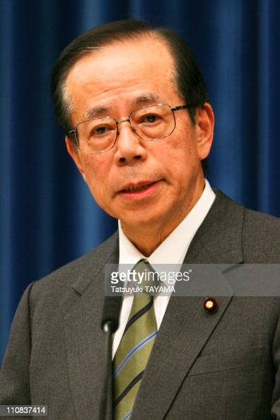 Japanese Prime Minister Yasuo Fukuda Attends A Press Conference In Tokyo Japan On January 15 2008 Japanese Prime Minister Yasuo Fukuda speaks during...