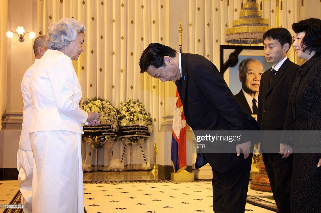 Japanese Prime Minister Yoshihiko Noda (R) bows before the late former Cambodian King Norodom Sihanouk's widow Queen Monique (2L) while King Norodom Sihamoni (L) looks on after the Japanese leader paid his respects at the coffin of the late former King Norodom Sihanouk at the Royal Palace in Phnom Penh on November 18, 2012. Noda is in Phnom Penh for the East Asia Summit in the Cambodian capital where the 10 leaders of the Association of Southeast Asian (ASEAN) are gathered for the 21st ASEAN Summit.