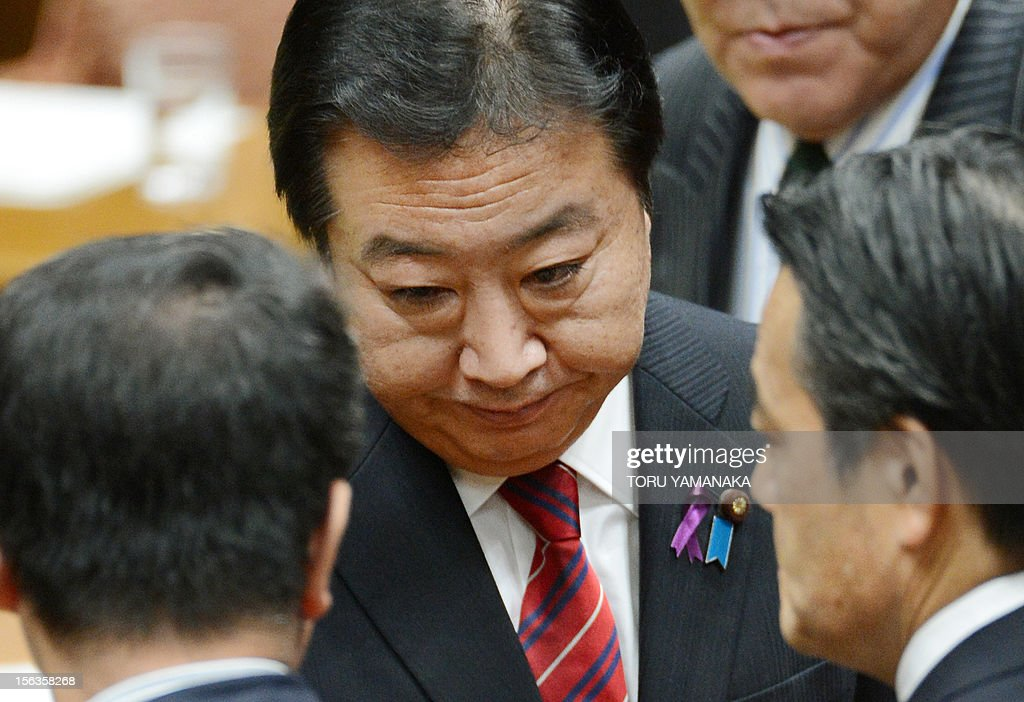 Japanese Prime Minister Yoshihiko Noda greets Deputy Prime Minister Katsuya Okada (R) and National Strategy Minister Seiji Maehara (L) after a one-by-one debate with leaders of opposition parties at the lower house on November 14, 2012. Noda said on November 14 he will dissolve parliament on November 16 to hold an election if his opponents play ball on reforming the electoral system. AFP PHOTO / Toru YAMANAKA