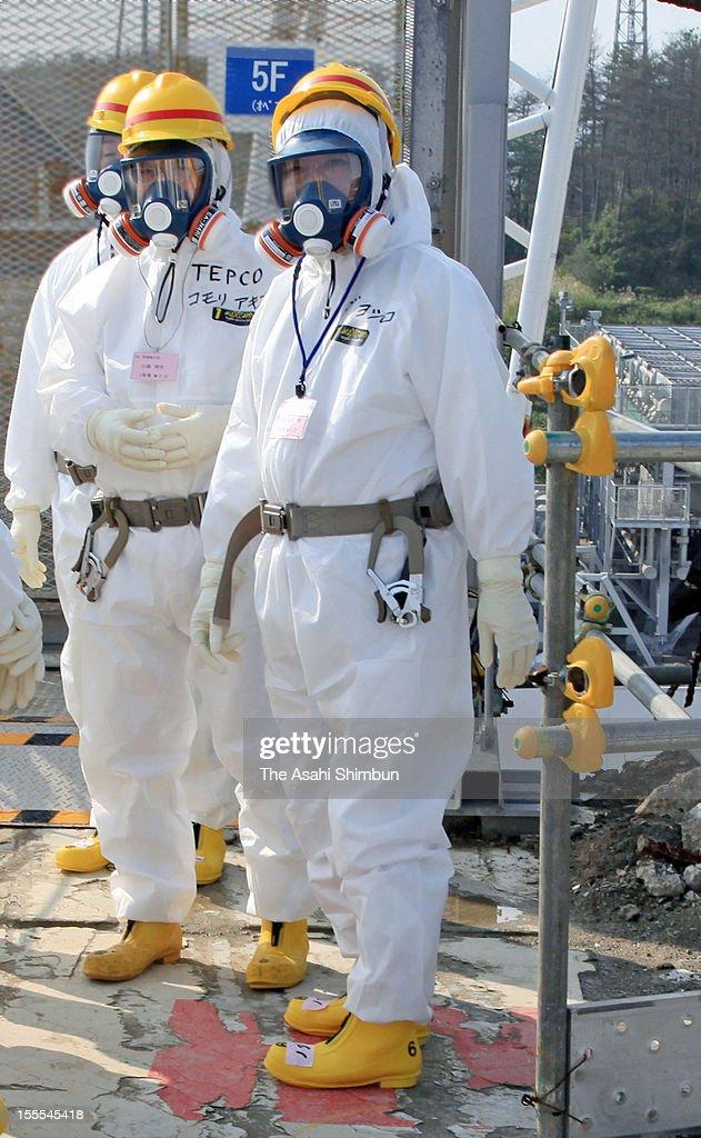 Japanese Prime Minister Yoshihiko Noda (1R), wearing radiation protection gears inspects crippled Tokyo Electric Power Co., Fukushima Daiichi Nuclear Power Plant on October 7, 2012 in Okuma, Fukushima, Japan. Noda ordered officials to accelerate decontamination efforts.