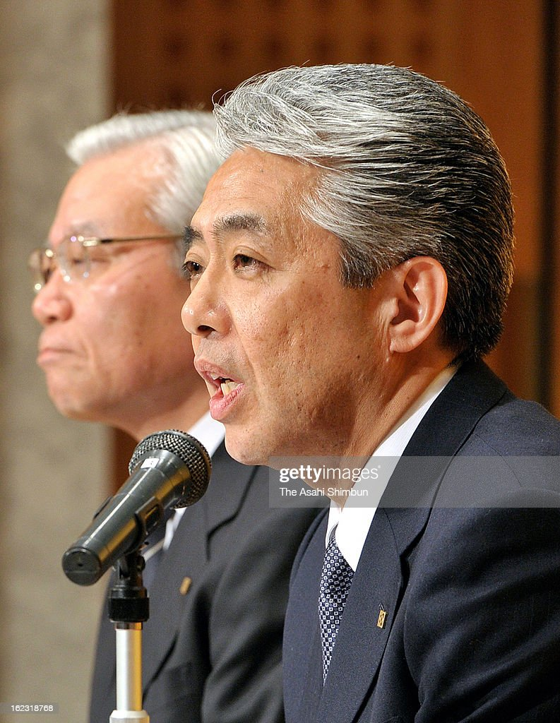 Japanese semiconductor maker Kyocera new President Goro Yamaguchi (R) speaks while President Tetsuo Kuba listens during a press conference on February 21, 2013 in Kyoto, Japan. Yamaguchi is officially appointed as president on April 1.